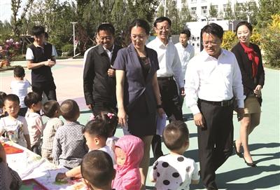 庞庆波到幼儿园和特教学校走访慰问